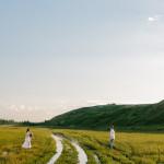 Меж зелёных холмов